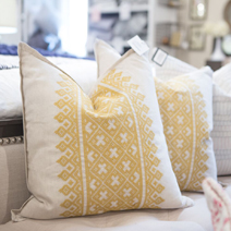 LAYERS BEAUTIFUL BEDDING<BR>PILLOWS & THROWS SALE